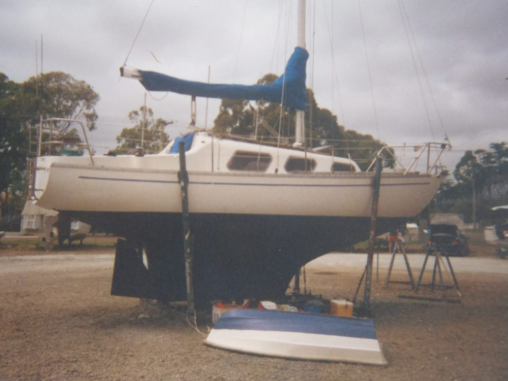 David Mitchell slipping Top Hat 25 Mk 3 Yacht NSW Australia