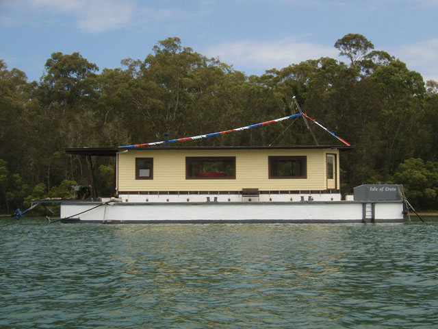 CAL504 House boat Lake Macquarie, NSW AUstralia